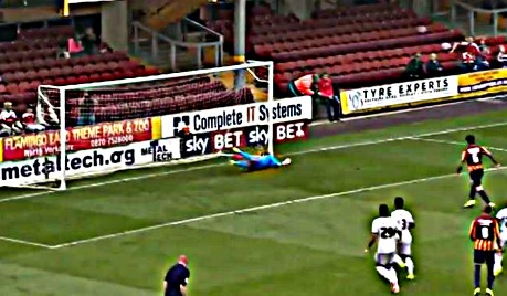 2014.09.18 Bradford City - Wes Save