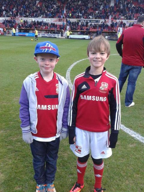 @dezzysbird @thewashbag These 2 stars did the half time challenge today and scored 3&1 respectively #hattrickatthetownend!