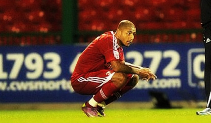 Leon Clarke on Pitch